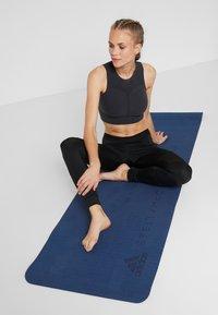 adidas by Stella McCartney - YOGA MAT - Fitness / joga - visblu/explo - 1