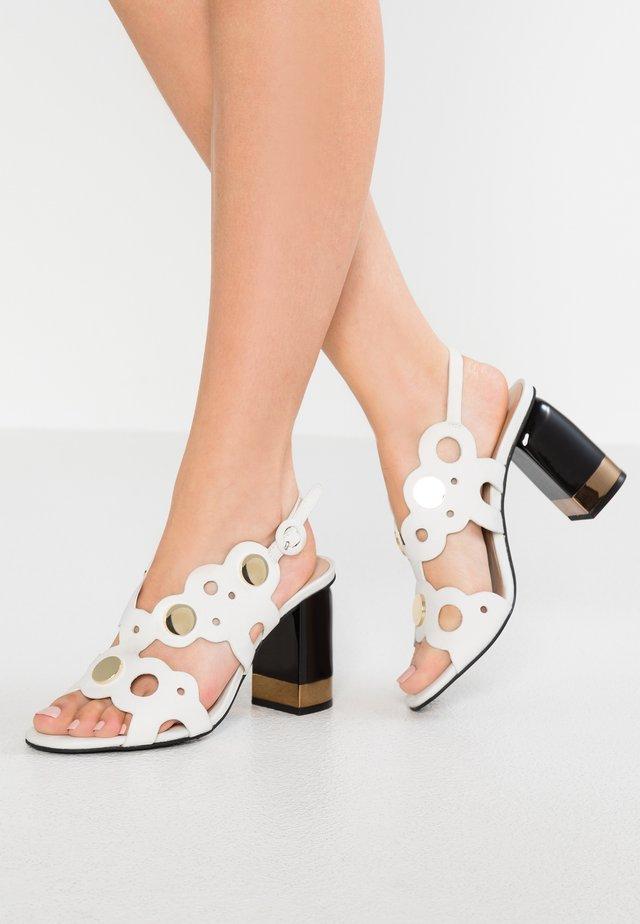 Sandaler med høye hæler - bianco