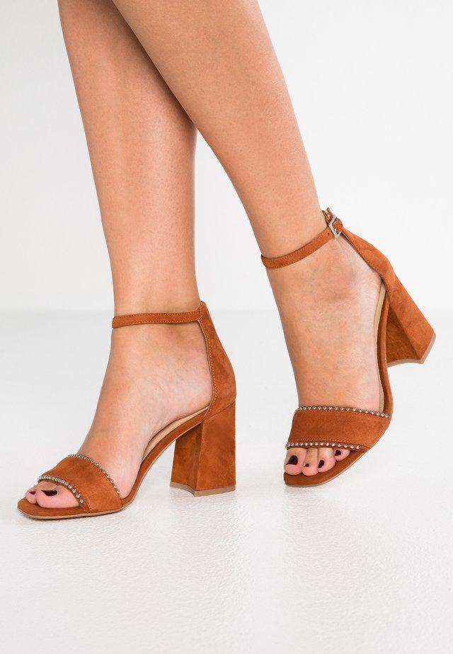 Sandales à talons hauts - mattone