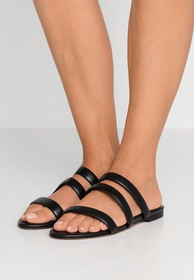 CHRISSY - Pantolette flach - black