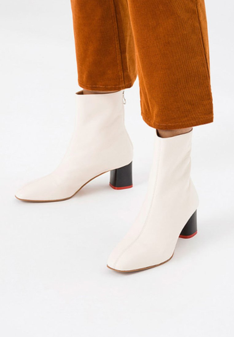 Aeyde - Classic ankle boots - creamy