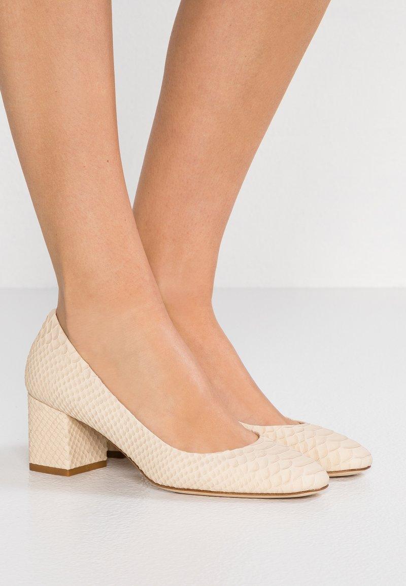 Aeyde - BLAKE - Classic heels - creamy