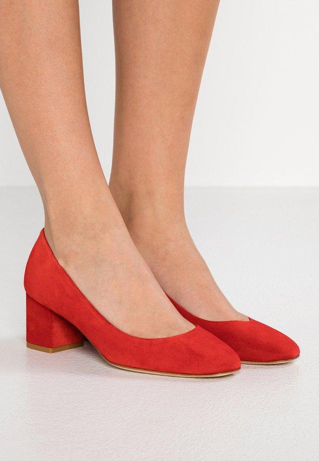 BLAKE - Escarpins - aeyde red