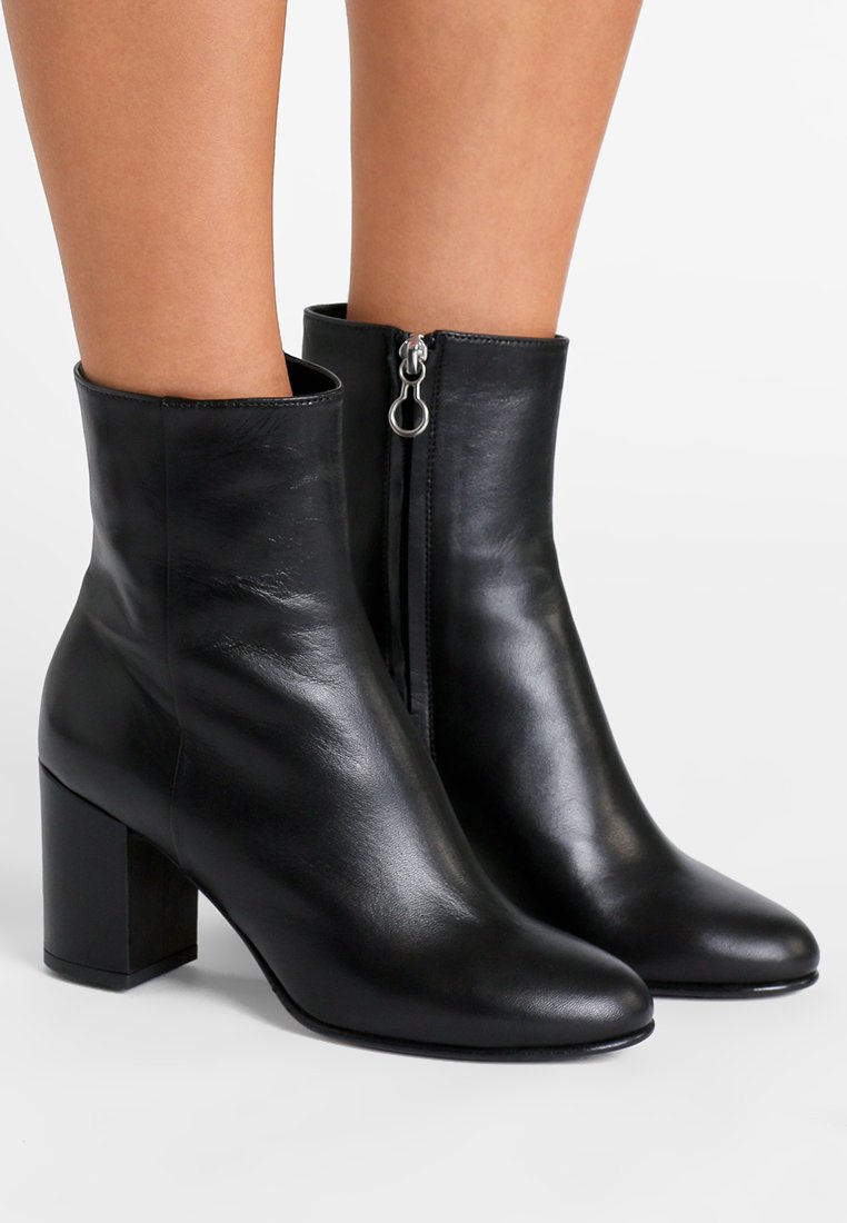 Aeyde - LIV - Classic ankle boots - ink black