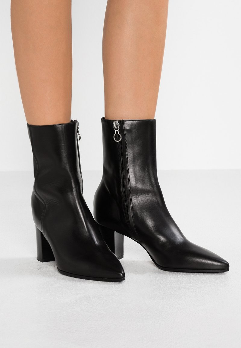 Aeyde - RIA - Classic ankle boots - black polido