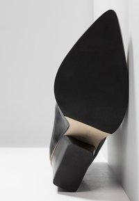 Aeyde - CHERRY - Kovbojské/motorkářské boty - black - 6