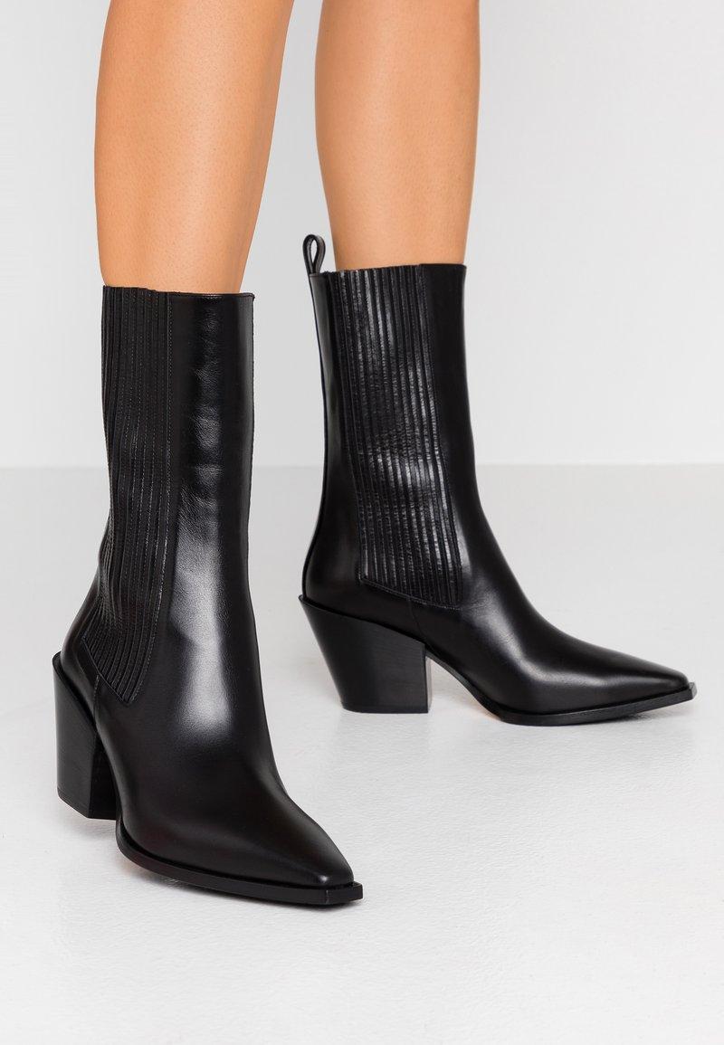 Aeyde - Cowboy/biker ankle boot - black