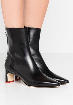 IVY - Korte laarzen - black