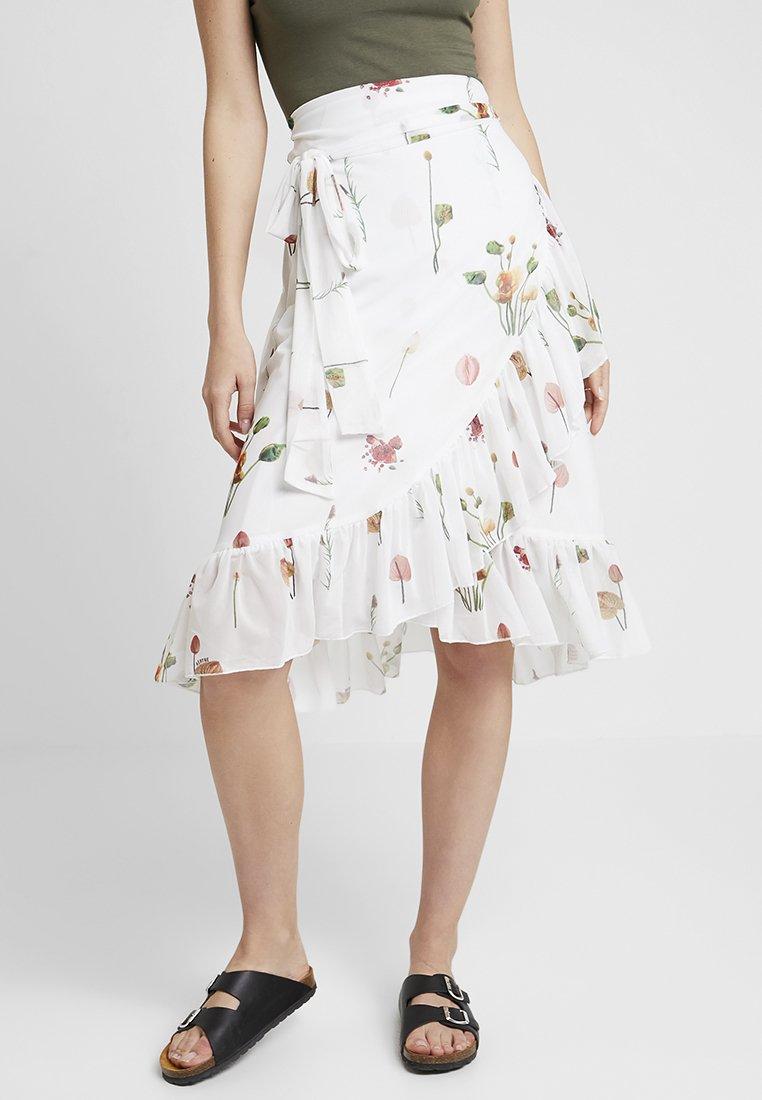 Aéryne - MELLIE SKIRT - Jupe trapèze - fleures sauvages blanc