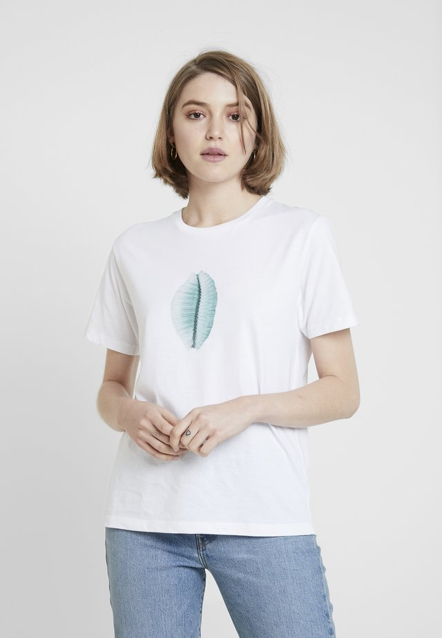 SEA SHELL - T-shirt z nadrukiem - white