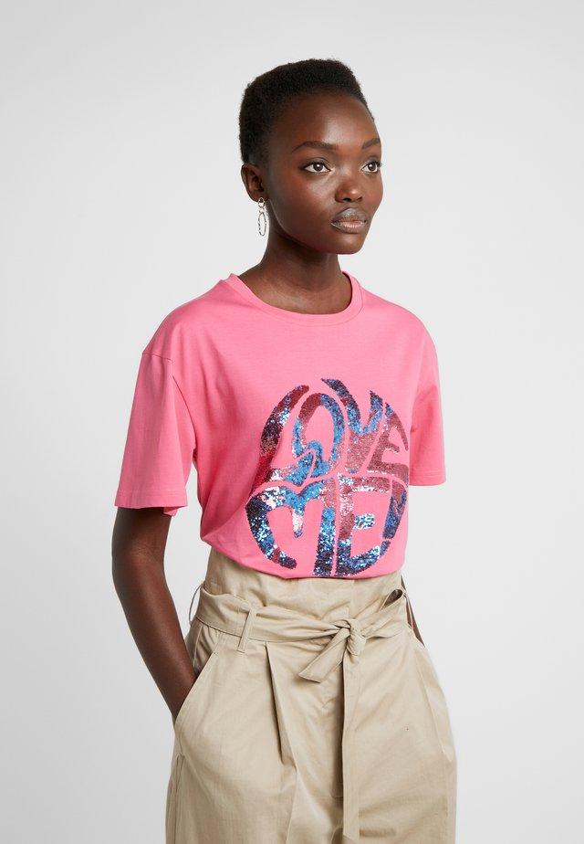 T-shirt z nadrukiem - fucsia