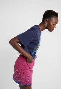 Alberta Ferretti - Print T-shirt - dark blue - 3
