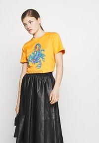 Alberta Ferretti - LEO - T-shirt imprimé - orange - 3
