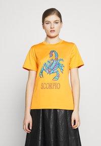 Alberta Ferretti - LEO - T-shirt imprimé - orange - 0