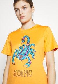 Alberta Ferretti - LEO - T-shirt imprimé - orange - 5