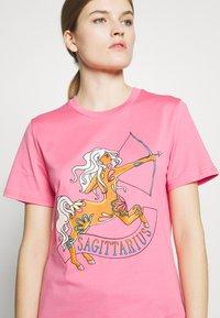 Alberta Ferretti - LEO - Print T-shirt - pink - 6