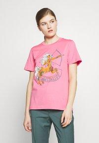 Alberta Ferretti - LEO - Print T-shirt - pink - 0