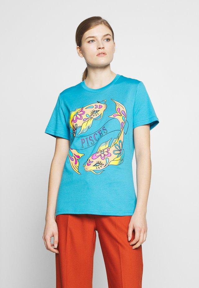 LEO - T-shirt z nadrukiem - blue