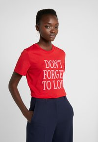 Alberta Ferretti - DONT FORGET LOVE - Print T-shirt - red - 0