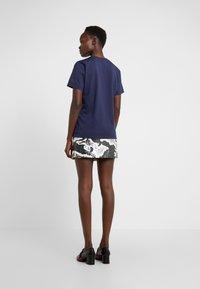 Alberta Ferretti - WONDERFUL WORLD - Print T-shirt - navy - 2