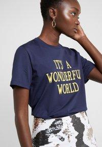 Alberta Ferretti - WONDERFUL WORLD - Print T-shirt - navy - 4