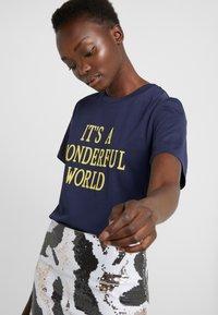 Alberta Ferretti - WONDERFUL WORLD - Print T-shirt - navy - 3