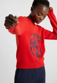Alberta Ferretti - SWEATER SHORT LOVE ME - Svetr - red - 3