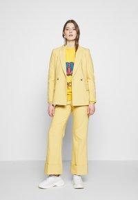 Alberta Ferretti - OVER FIT ARIES - Sweter - yellow - 1