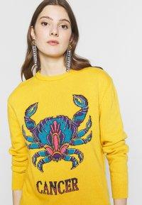 Alberta Ferretti - OVER FIT ARIES - Sweter - yellow - 5