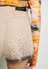 Alberta Ferretti - Szorty jeansowe - beige - 5