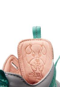 Affenzahn - BARFUSSSCHUH HUND - Baby shoes - grey - 7