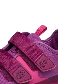 Affenzahn - BARFUSSSCHUH VOGEL - Touch-strap shoes - berry - 5