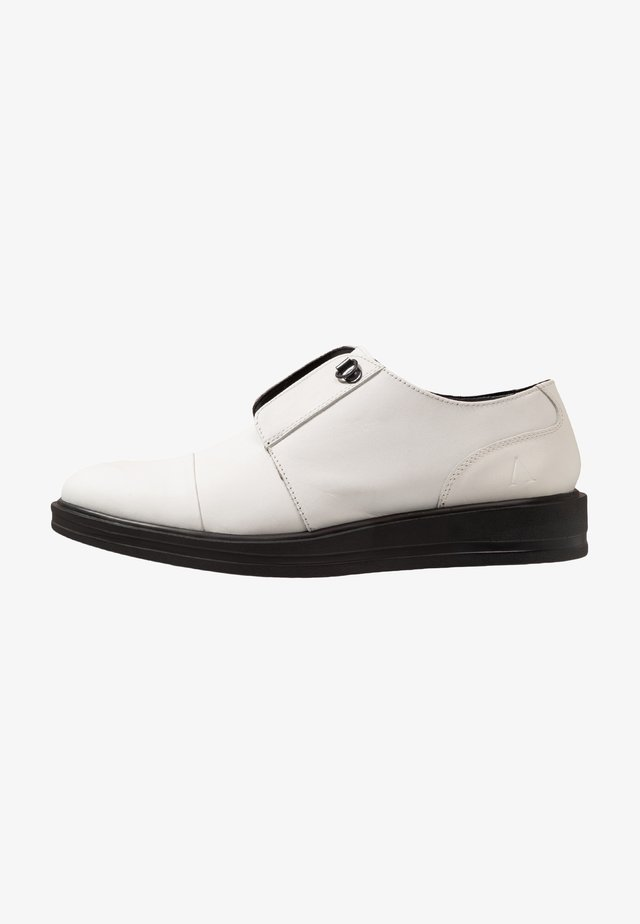 CARTER - Slipper - white