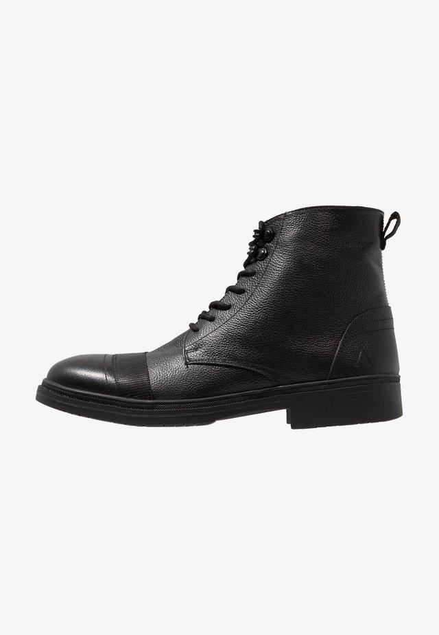 BUGLE - Veterboots - black tumbled