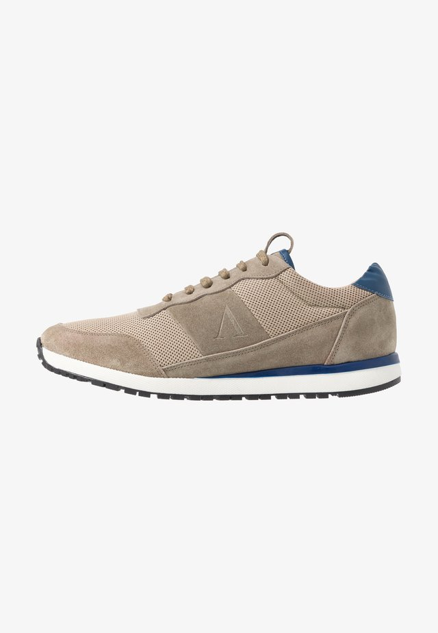 CLAY - Sneaker low - taupe/cobalt