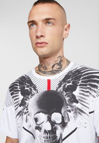 AFTERMATH - WINGSPAN TEE - T-shirt med print - white - 4