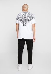 AFTERMATH - BANDANA TEE - T-shirt imprimé - white - 2