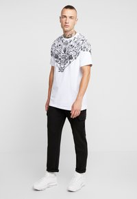 AFTERMATH - BANDANA TEE - T-shirt imprimé - white - 1