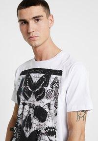 AFTERMATH - FLUTTER TEE - T-Shirt print - white - 4