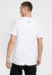 AFTERMATH - FLUTTER TEE - T-Shirt print - white - 2