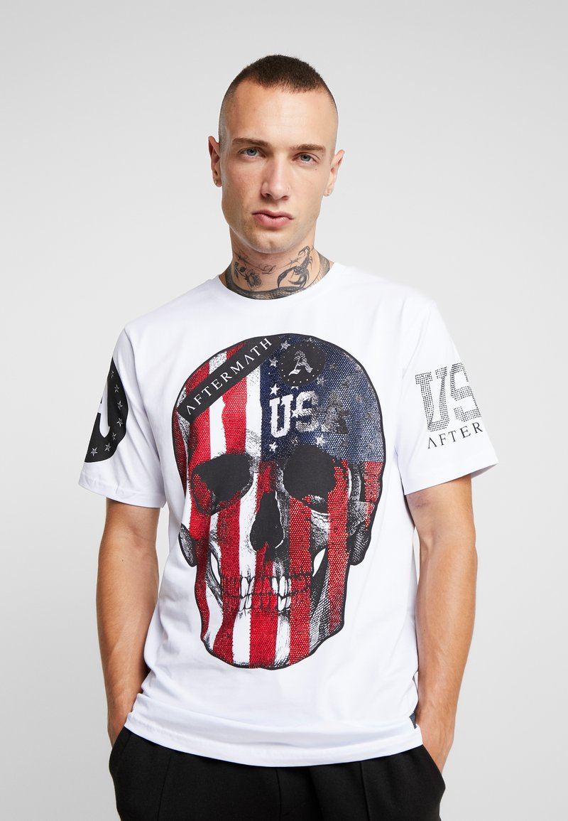 AFTERMATH - FLAG SKULL TEE - T-shirt con stampa - white