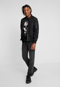 AFTERMATH - DESTRUCT SKULL PRINT - T-shirt con stampa - black - 1