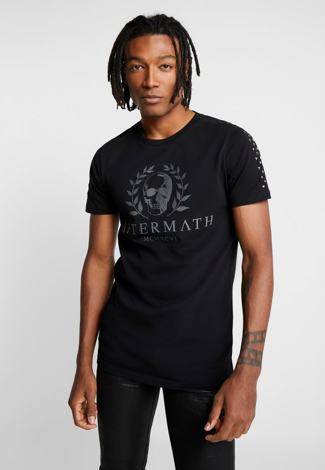 WITH SKULL AND STUDDED ARMS - T-Shirt print - black