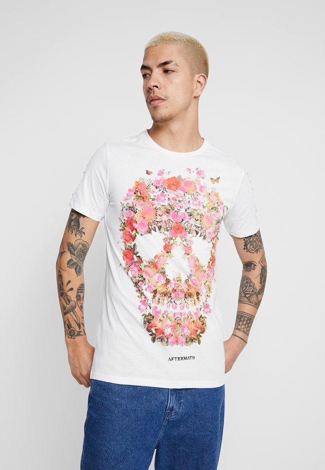 WITH FLORAL SKULL PRINT - T-shirt z nadrukiem - ecru