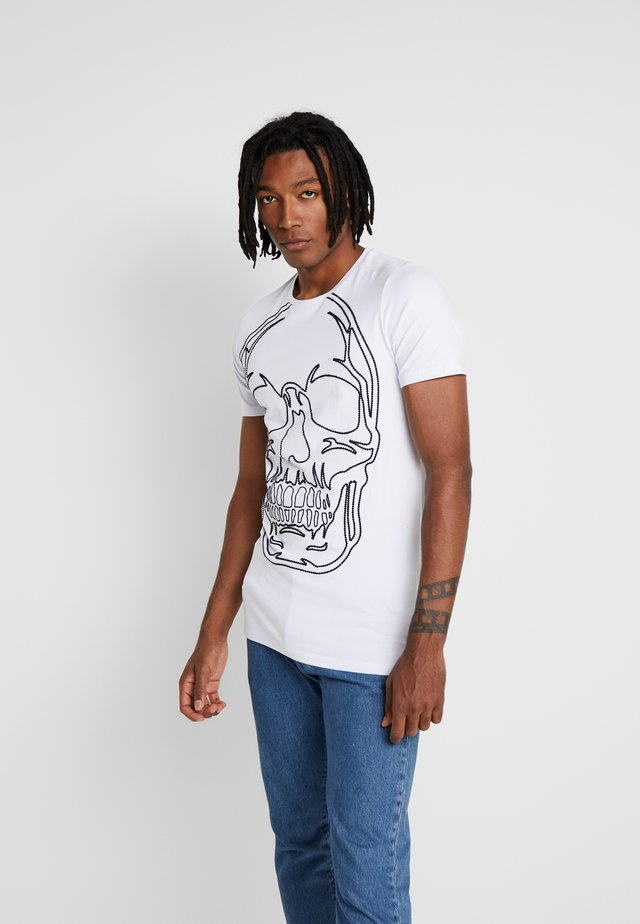WITH SKULL OUTLINE  - T-shirt med print - white