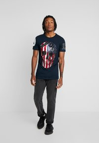 AFTERMATH - WITH USA PRINT  - T-shirt con stampa - navy - 1
