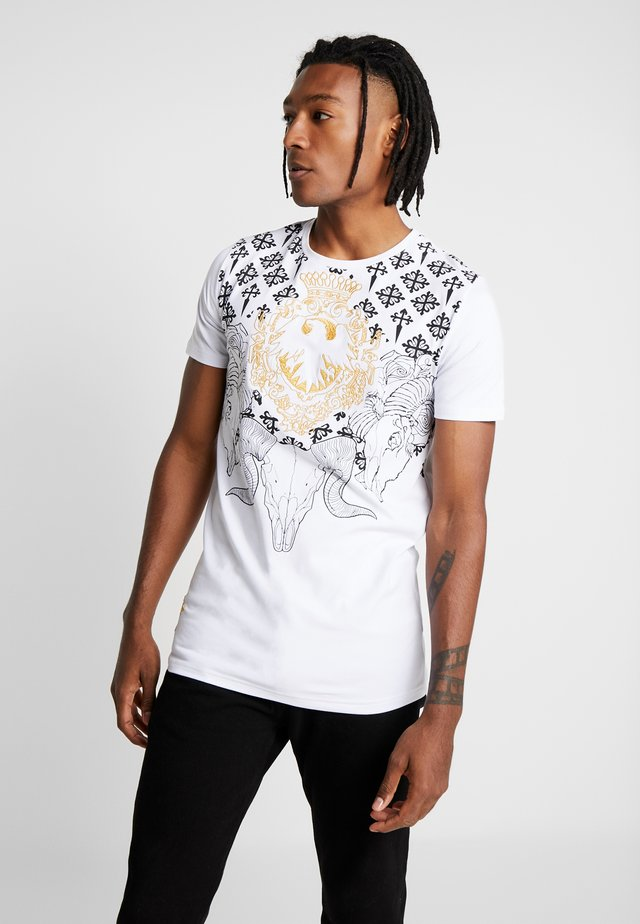 WITH RAM SKULL PRINT - T-shirt z nadrukiem - white