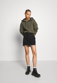 Afends - DRIVE IN - Bluza z kapturem - military - 1