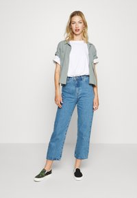 Afends - SHELBY - Straight leg jeans - classic blue - 1