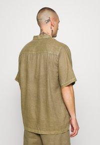 Afends - CUBAN SHORT SLEEVE SHIRT - Skjorta - covert green - 2